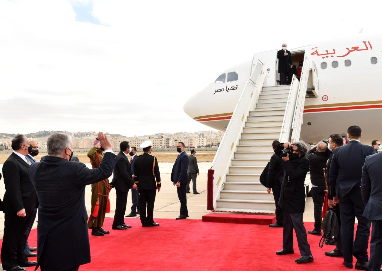 الرئيس السيسى خلال المغادرة