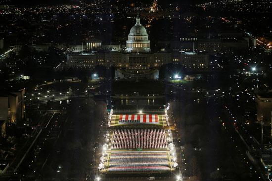 ساحة الأعلام مضاءة استعدادا لتنصيب بايدن