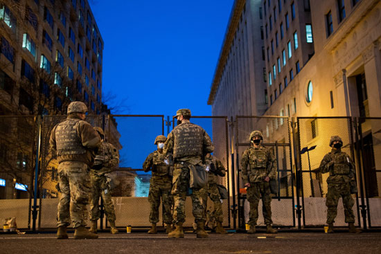 القوات الأمريكي في شوارع واشنطن