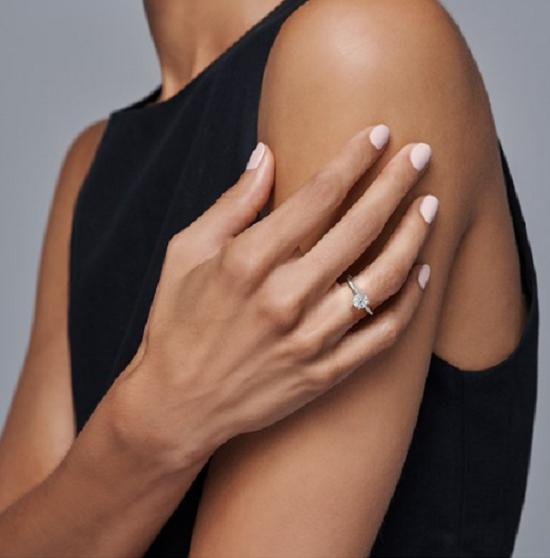 خاتم خطوبة سيمبلي سوليتير من Forevermark ميكايلا (3585 دولارًا)