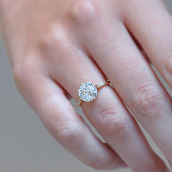 خاتم خطوبة آشلي تشانغ للمجوهرات (17600 دولار)