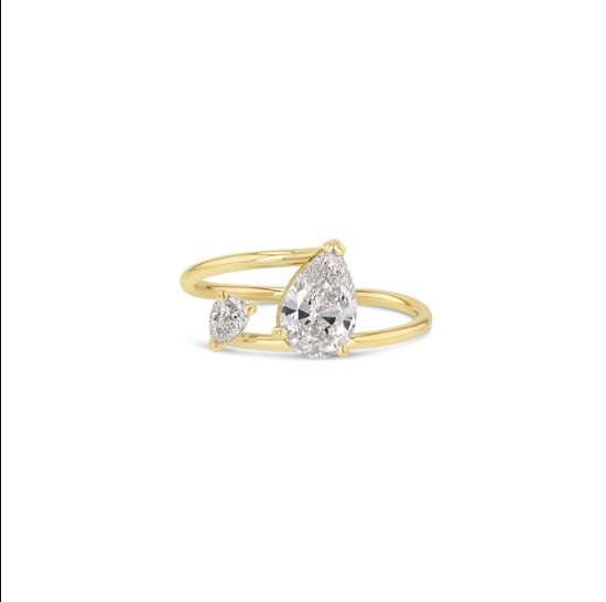 خاتم جريس لي ذو الحجرين الكمثرى (15800 دولار)