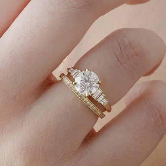خاتم خطوبة من آشلي تشانغ من مجوهرات إيفلين الرائعة (10900 دولار)