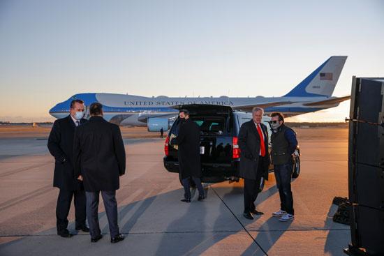 عدد من المسئولين يستعدون لمراسم وداع الرئيس المنتهية ولايته