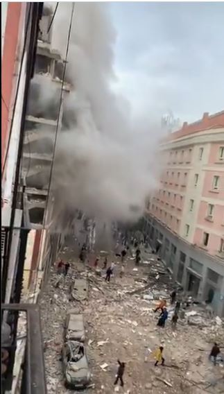 اللحظات الأولى بعد وقوع انفجار ضخم في العاصمة الإسبانية