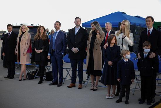 إيفانكا وزوجها بين أفراد عائلة ترامب