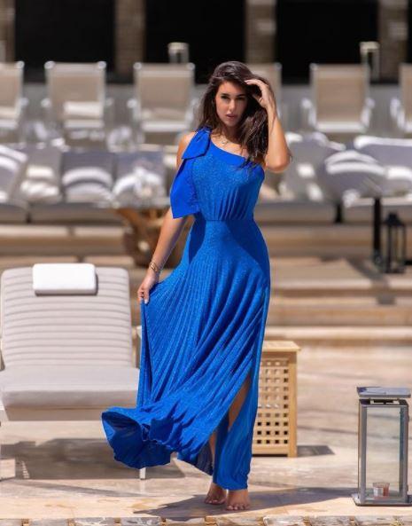 ياسمين صبرى بفستان أزرق