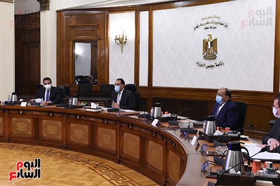 رئيس الوزراء يستعرض دور الجامعات ونقابة المهندسين في تطبيق منظومة الاشتراطات البنائية  (1)