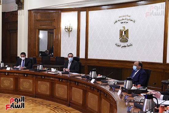 رئيس الوزراء يستعرض دور الجامعات ونقابة المهندسين في تطبيق منظومة الاشتراطات البنائي