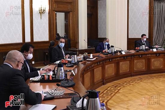 رئيس الوزراء يستعرض دور الجامعات ونقابة المهندسين في تطبيق منظومة الاشتراطات البنائي (5)