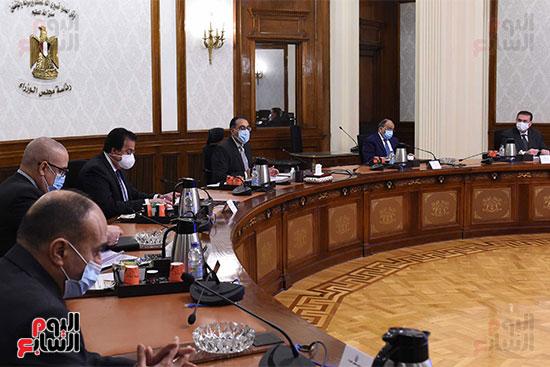 رئيس الوزراء يستعرض دور الجامعات ونقابة المهندسين في تطبيق منظومة الاشتراطات البنائي (4)