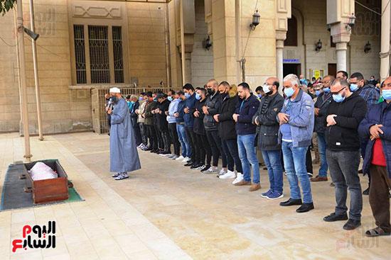 صلاة الجنازة على زوج شقيقة محمد فؤاد