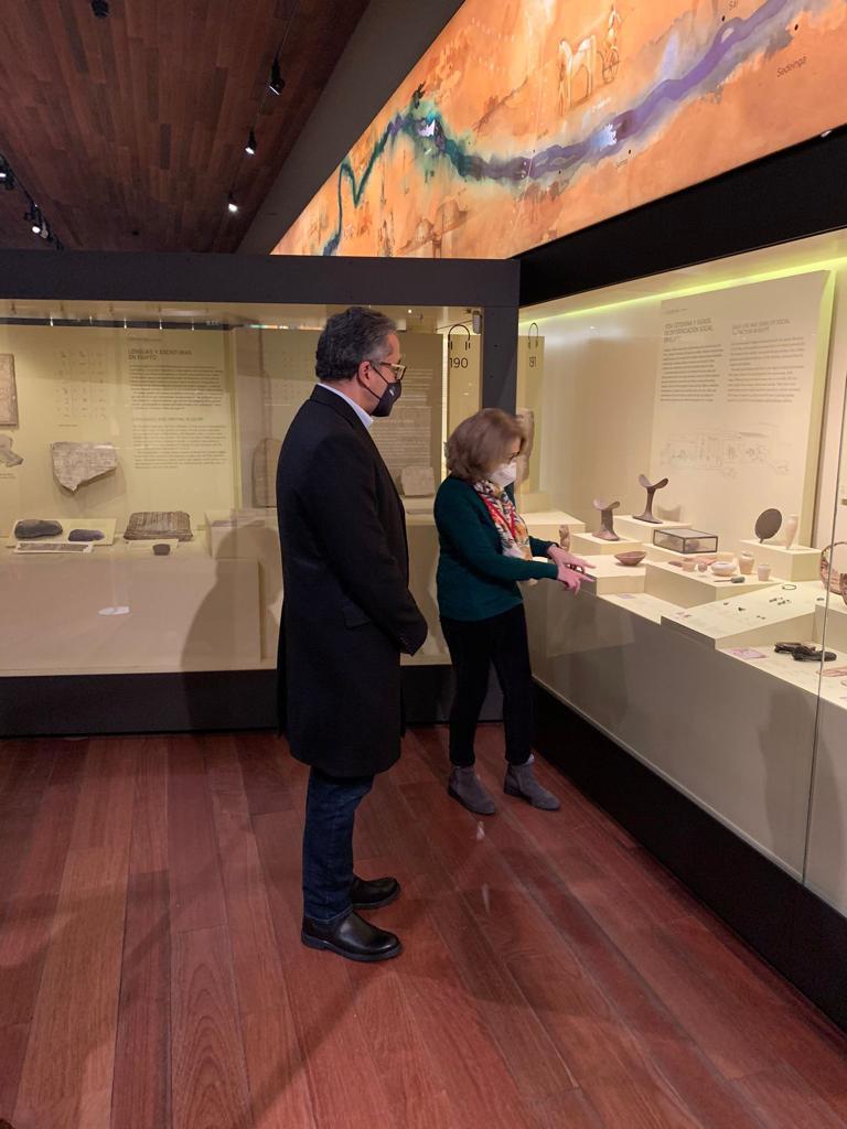 العناني أثناء زيارته لمتحف الآثار القومي بمدريد (3)