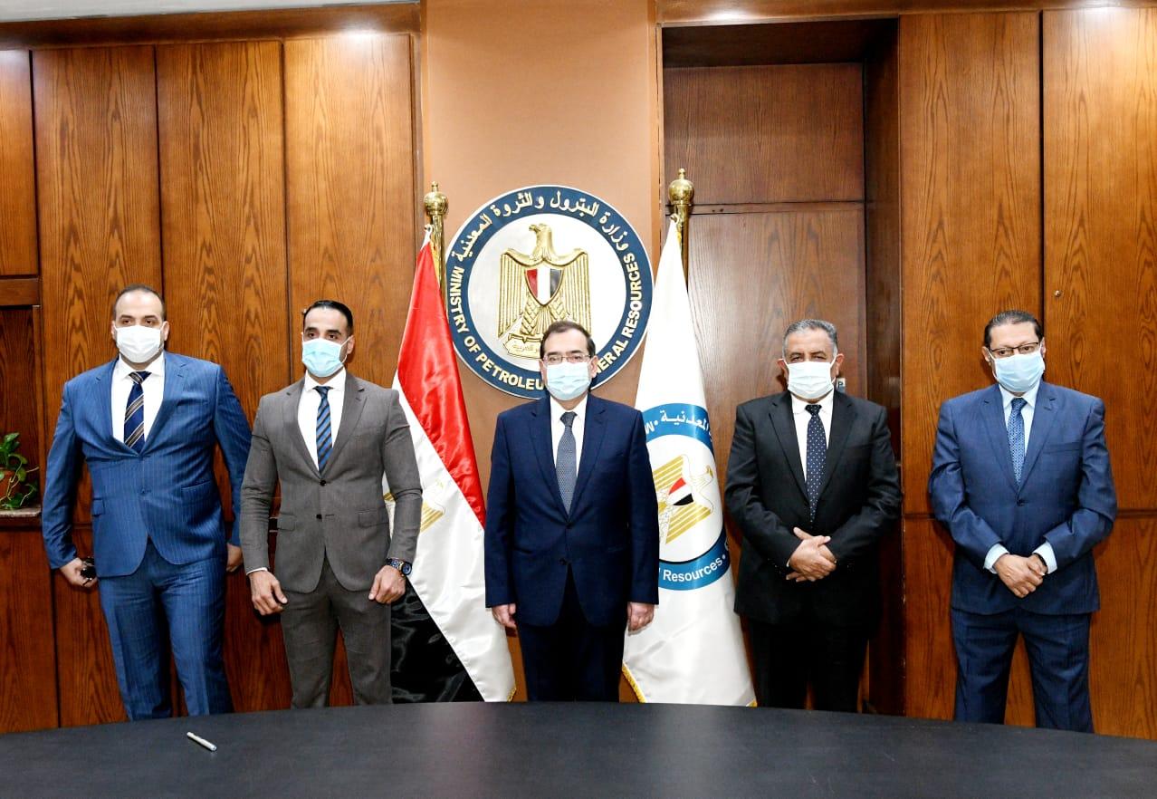 وزير البترول والثروة المعدنية عقب التوقيع مع ابداع فورجولد المصرية