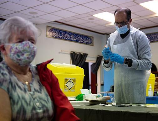 مسجد يتحول لمركز تطعيم للقاحات كورونا