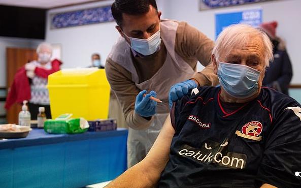 تلقى تطعيمات فيروس كورونا داخل مسجد ببريطانيا