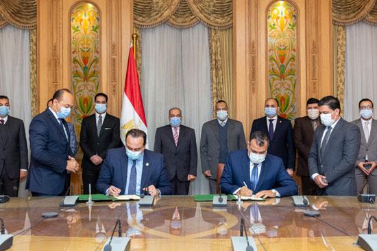 توقيع بروتوكول تعاون مع هيئة الرعاية الصحية (3)