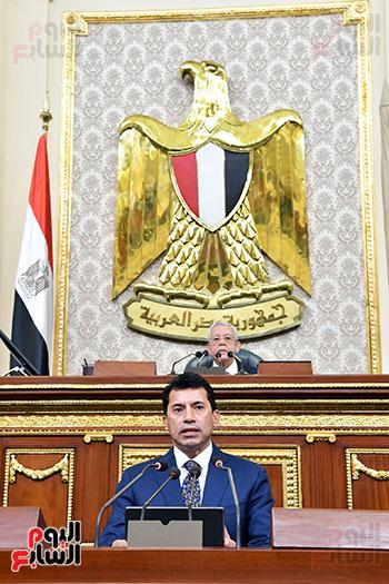 وزير الرياضة يلقى بيان أمام النواب