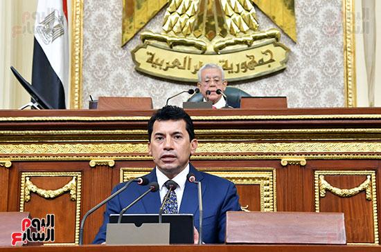 وزير الشباب والرياضة فى الجلسة العامة