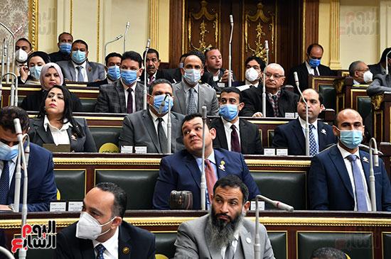 الأعضاء خلال الجلسة العامة