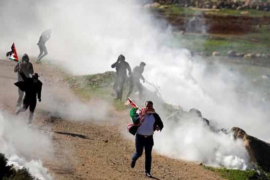 غاز الاحتلال على الفلسطينيين