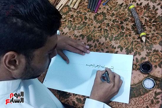 محمود-أثناء-الكتابة