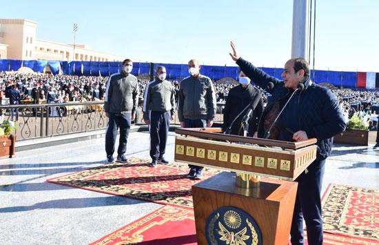 الرئيس السيسي يتلقى التحية من طلاب أكاديمية الشرطة