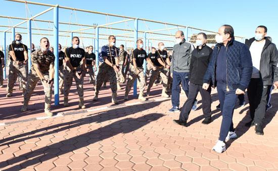 الرئيس السيسي يتابع تدريبات الطلاب