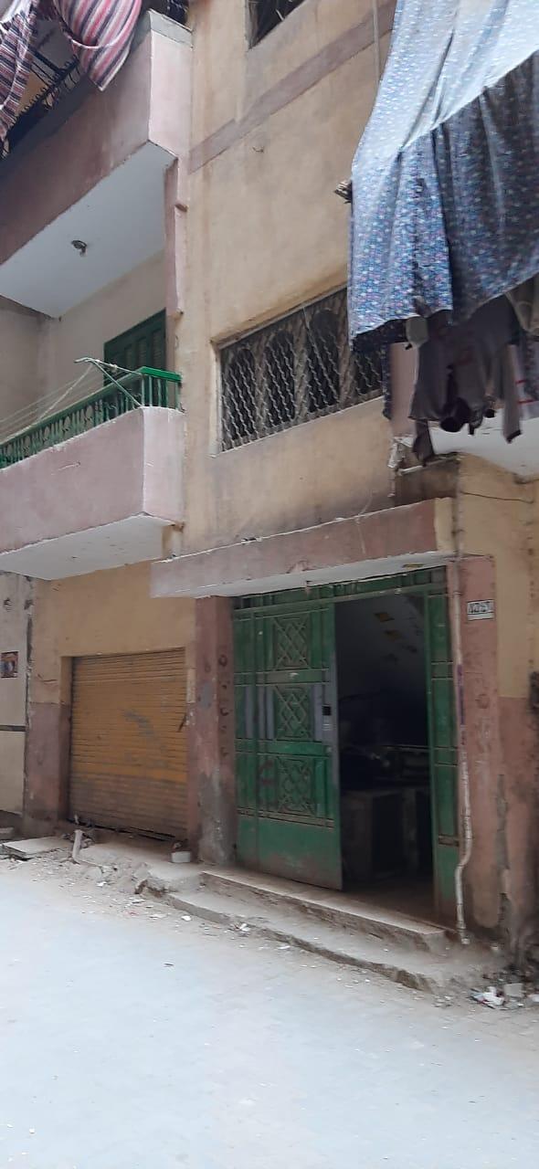 مدخل العقار الذي شهد الجريمة وشقة المتهم