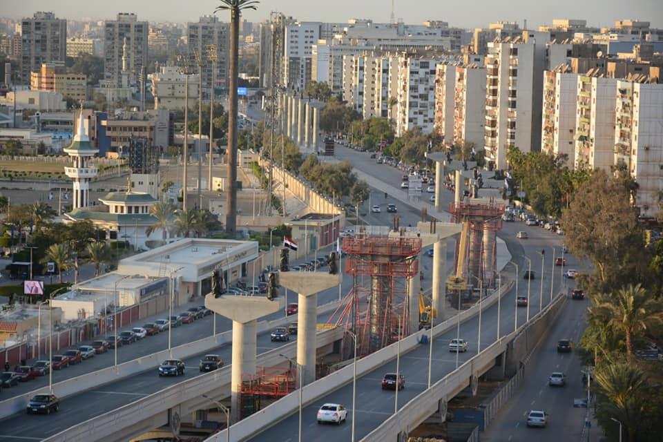 جانب من الاعمدة المنفذه بمشروع مونوريل  العاصمة الادارية بشارع يوسف عباس