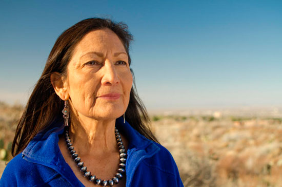 ديب هالاند - أول وزيرة داخلية أمريكية من السكان الأصليين