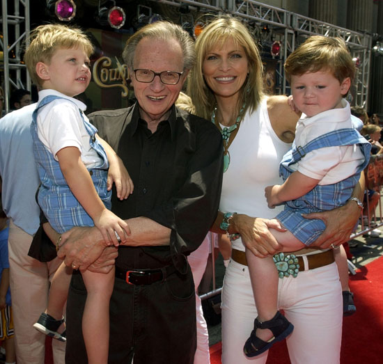 لاري كينج مع زوجته شون ساوثويك وأبنائهما