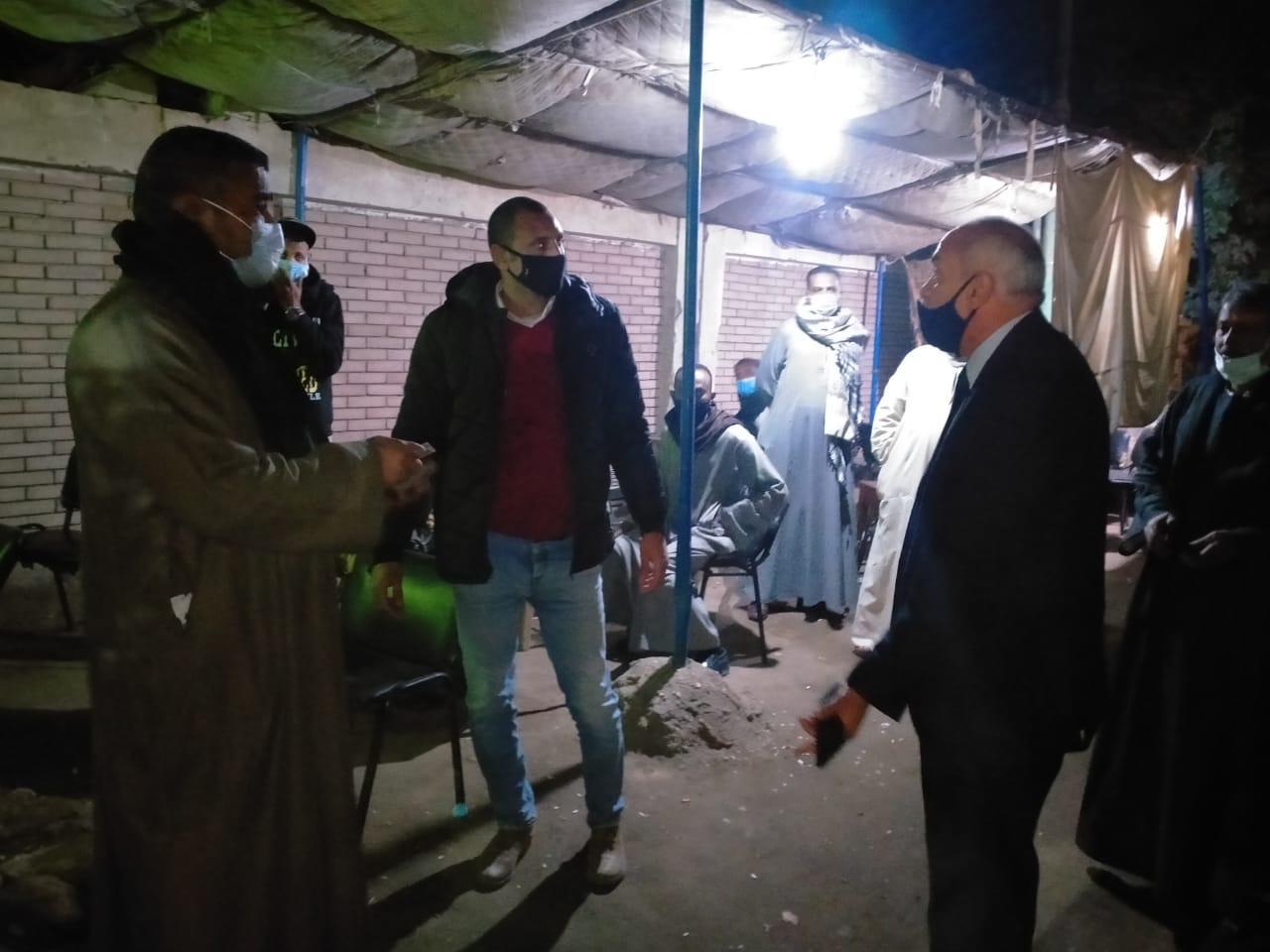 غلق 3 مقاهى مخالفة ومصادرة 8 شيشة بالقرنة
