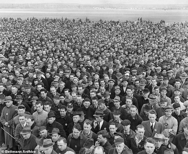 عمال فى  كونيتيكت عام 1940