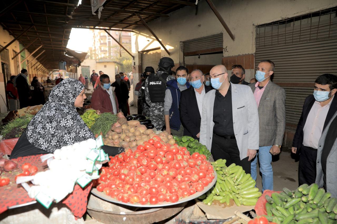 محافظ بنى سويف يتفقد سوق الدهشورى (7)