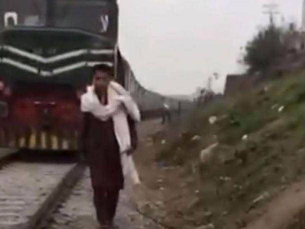 شاب في باكستان