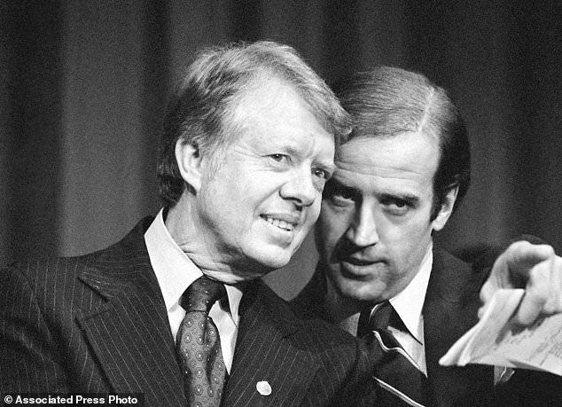 تم تصويره مع الرئيس جيمي كارتر في عام1978