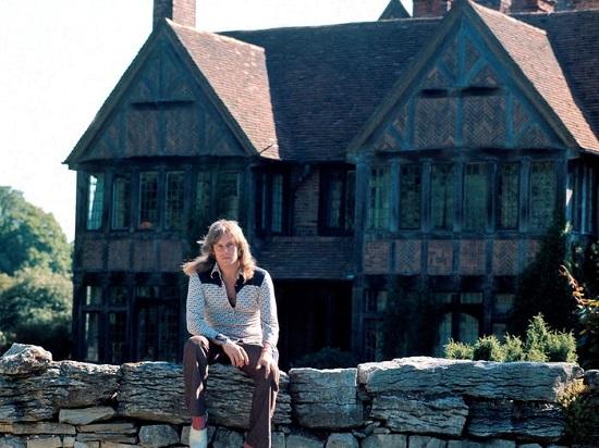 Pink Floyd's mansion guitarist David Gilmour