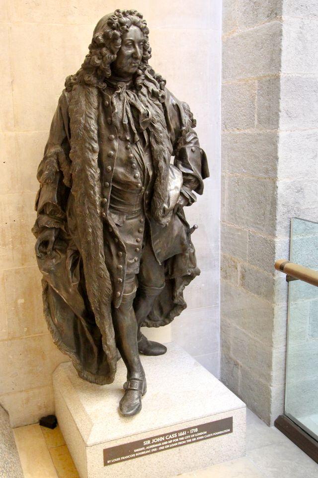 151332-تمثال