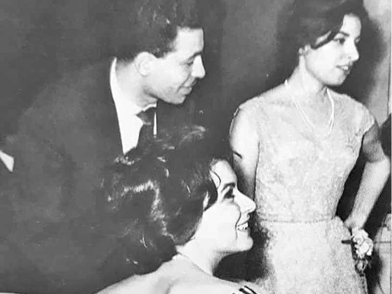 سعاد حسنى وشقيقتها نجاة الصغيرة والشاعر عبد الوهاب محمد