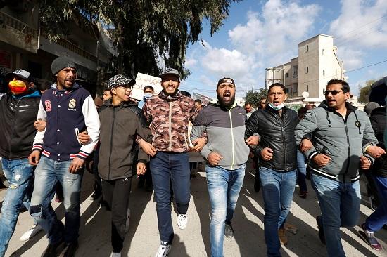مشاركة الشباب في التظاهر