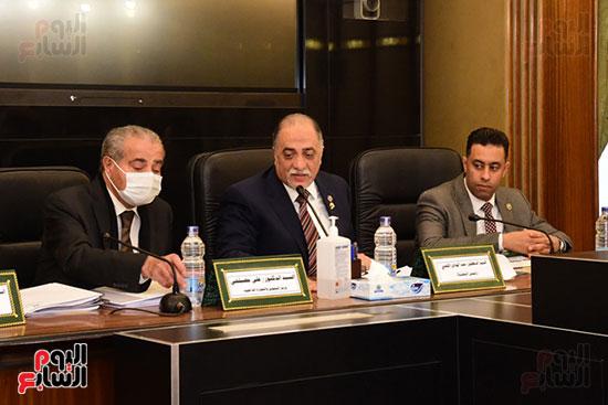جانب من اجتماع اللجنة (1)