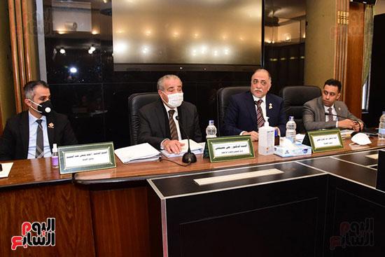 جانب من اجتماع اللجنة (3)