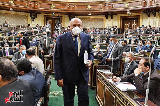 وزير الخارجية اثناء التوجه للمنصة