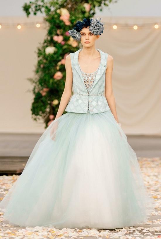 فستان بألوان الباستيل الرقيقة