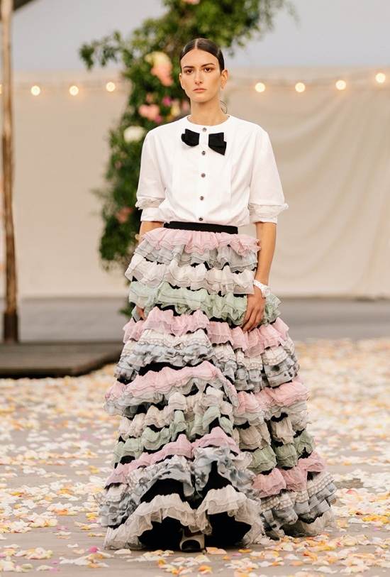 أزياء مميزة من دار الأزياء الفرنسية