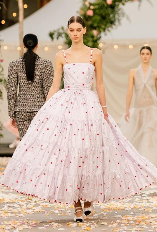 فستان ربيعي منفوش