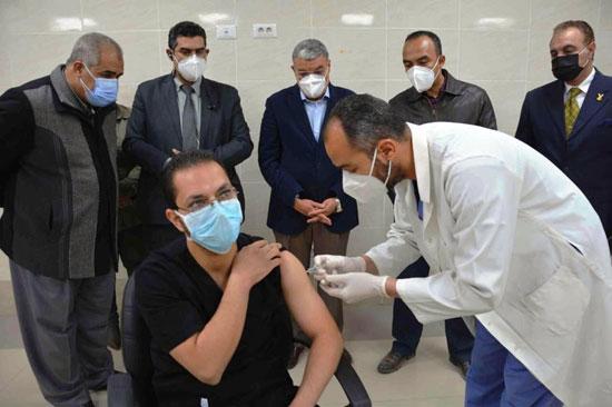 تطعيمات الطواقم الطبية بمستشفيات العزل (1)