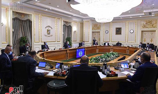 رئيس الوزراء يرأس اجتماع الحكومة الاسبوعى عبر الفيديو كونفرانس (3)