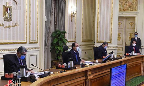 رئيس الوزراء يرأس اجتماع الحكومة الاسبوعى عبر الفيديو كونفرانس (4)